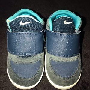 Nike toddler size 6 nikes